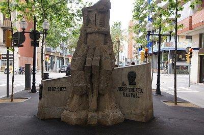 Monument al Dr. Trueta a la Rambla del Poblenou, Barcelona. Imatge Wikimedia Commons.