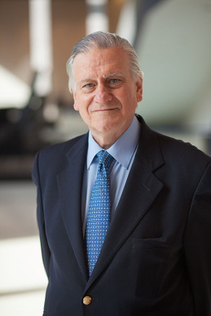 """Valentin Fuster on Mount Sinai campus, July 2013"" by MountSinaiHeart - The Mount Sinai Department of Cardiothoracic Surgery commissioned this photo. A photo shoot was held July 31, 2013.Previously published: N/A. Licensed under CC BY 3.0 via Wikipedia."