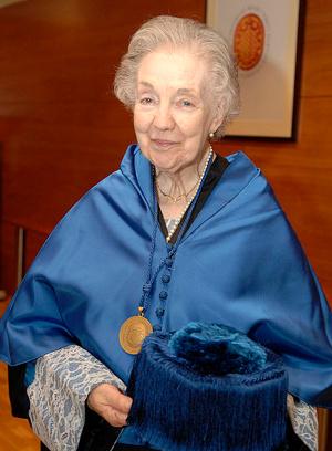 Assumpció Català durant la investidura como doctora honoris causa de l'astrofísica Margaret Geller a la univ. Rovira i Virgili. Foto Universitat Rovira i Virgili.