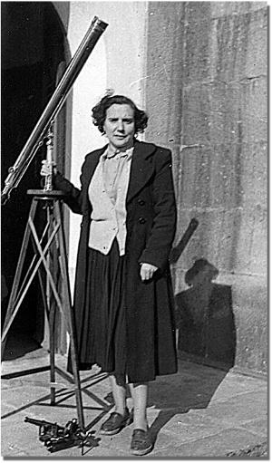 Antonia Ferrín a l'Observatori de Santiago. Imatge treta de http://www.astronomia2009.es/documentos/heraldo-de-aragon.pdf